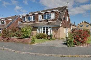 2 Bedrooms Semi Detached House for sale in Peckforton Close, Sandbach, CW11 1WL