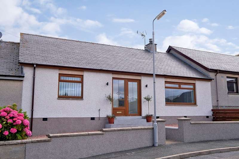 3 Bedrooms Terraced House for sale in The Bents, Sandend, AB45 2UF