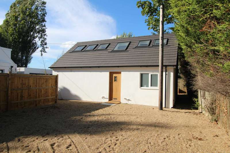 3 Bedrooms Detached House for sale in West Lodge Cottage, Hailsham Road, Stone Cross BN24 5BS