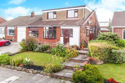 5 Bedrooms Bungalow for sale in Molyneux Road, Westhoughton, Bolton, Greater Manchester, BL5