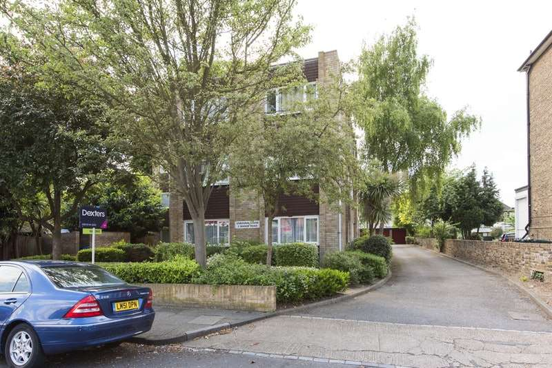 2 Bedrooms Flat for sale in Manor Road, Twickenham, Middlesex, TW2