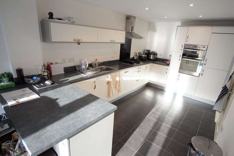 3 Bedrooms Town House for rent in Bythesea Avenue, Horfield, Bristol, BS7 0FN