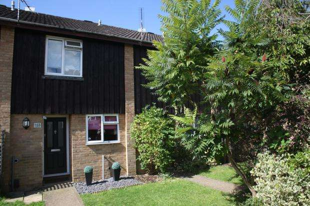 2 Bedrooms Terraced House for sale in Woking, Surrey