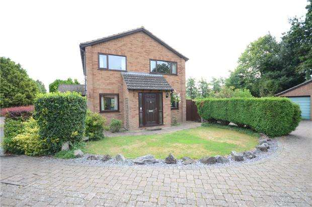 4 Bedrooms Detached House for sale in Montgomery Close, Sandhurst, Berkshire