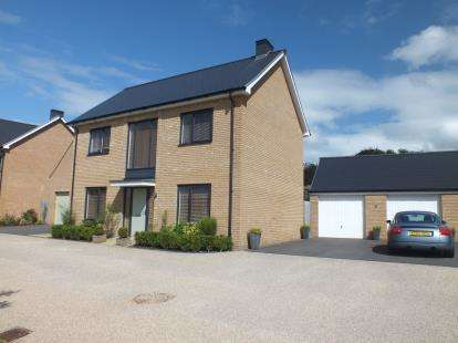 4 Bedrooms Detached House for sale in Ashworth Close, Dursley, Gloucestershire