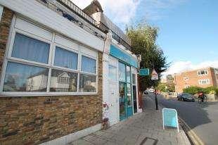 2 Bedrooms Flat for sale in Algernon Road, London
