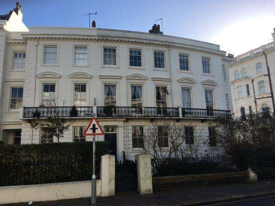3 Bedrooms Apartment Flat for rent in Montpelier Crescent, Brighton, East Sussex, BN1 3JF