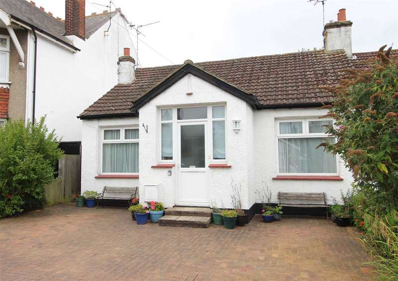 3 Bedrooms Bungalow for sale in Leigh on Sea