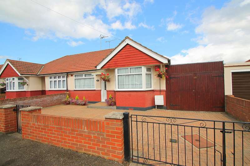 2 Bedrooms Bungalow for sale in Kingsway, Stanwell, TW19