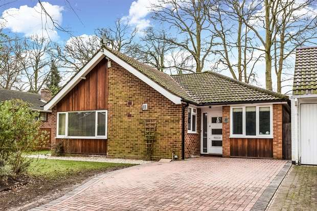 4 Bedrooms Detached Bungalow for sale in Parkway, CROWTHORNE, Berkshire
