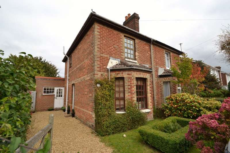 3 Bedrooms Semi Detached House for sale in Charminster