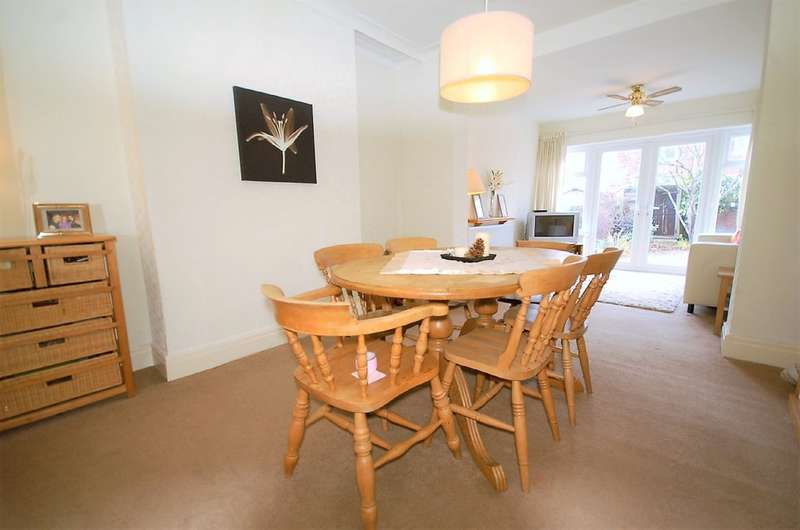 4 Bedrooms Semi Detached House for sale in Walpole Avenue, Blackpool