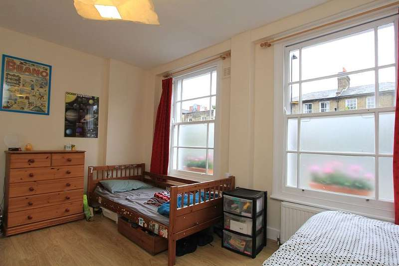 2 Bedrooms Flat for sale in Navarino Road, Hackney, London, E8