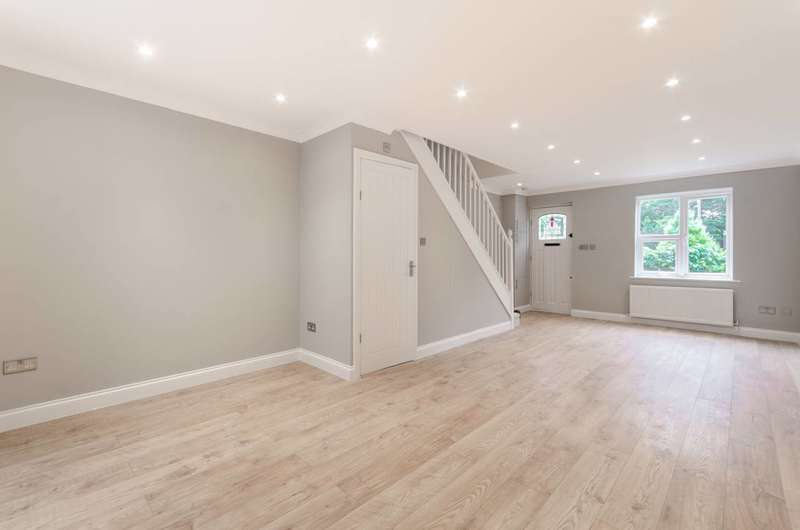 2 Bedrooms House for sale in Turnstone Close, Plaistow, E13