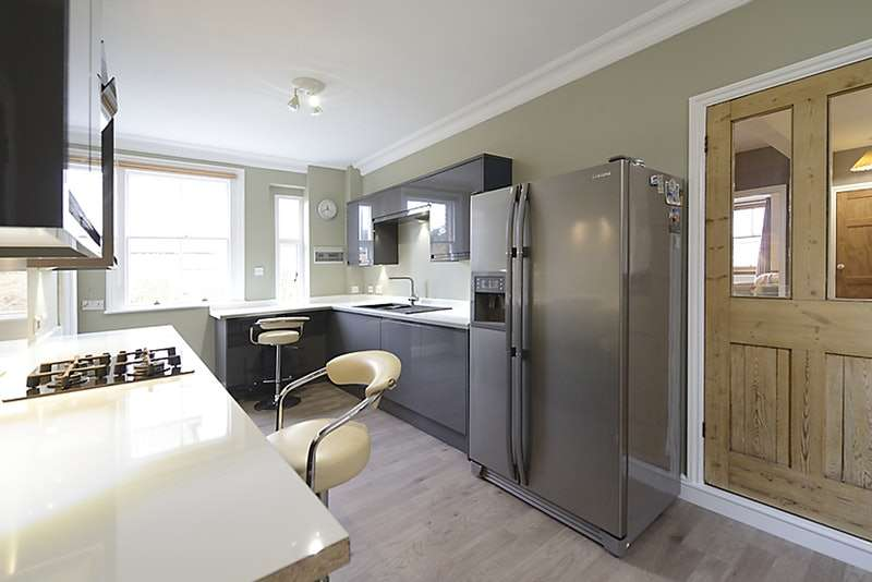 3 Bedrooms Maisonette Flat for sale in High Path Road, Guildford, Surrey, GU1