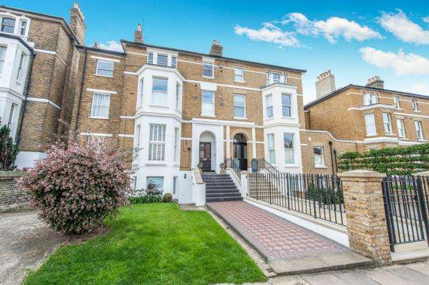 3 Bedrooms Flat for sale in Richmond, ., Surrey