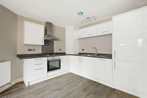 2 Bedrooms Flat for sale in Castlebar Road, Ealing