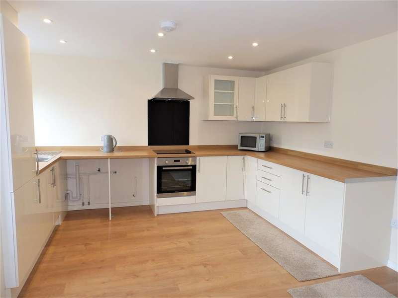 3 Bedrooms Maisonette Flat for sale in April Close, Horsham