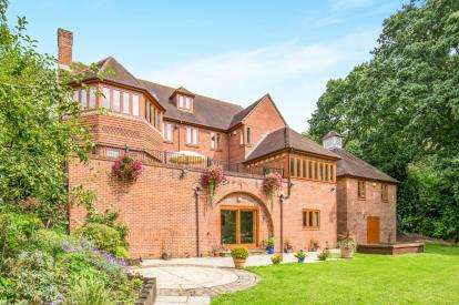 6 Bedrooms Detached House for sale in Chilworth, Southampton, Hampshire