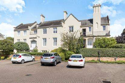 3 Bedrooms Flat for sale in Malvern Priors, Malvern Place, Cheltenham, Gloucestershire