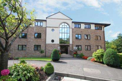 3 Bedrooms Flat for sale in Ravenscourt, Thorntonhall, South Lanarkshire
