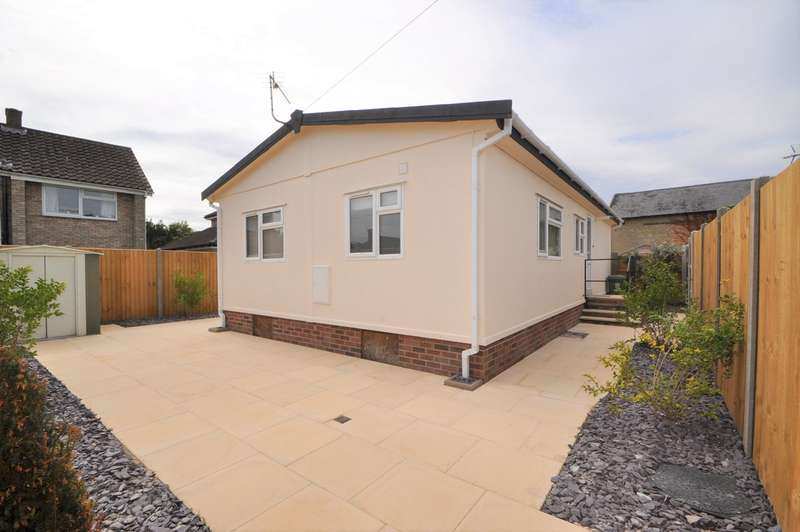 2 Bedrooms Chalet House for sale in Way Lane, Waterbeach, Cambridge, CB25