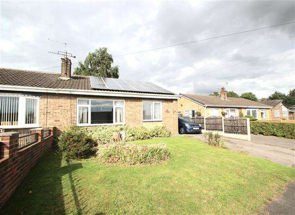2 Bedrooms Semi Detached Bungalow for sale in Chiltern Court, Hemsworth