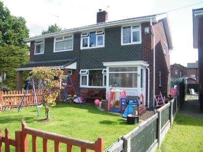 3 Bedrooms Semi Detached House for sale in Thames Place, Winsford, Cheshire, England
