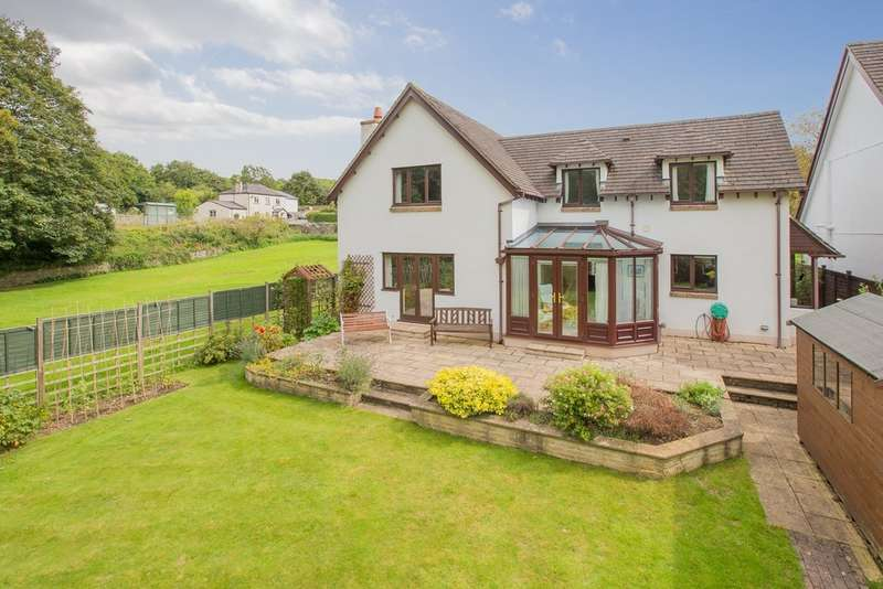 3 Bedrooms Detached House for sale in Manor Mead, Bickington