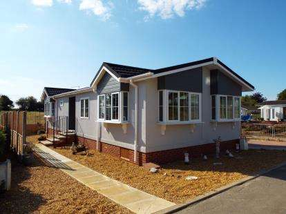 2 Bedrooms Mobile Home for sale in Bedwell Park, Witchford, Ely