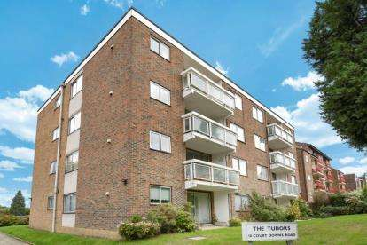 3 Bedrooms Flat for sale in Tudors, 10 Court Downs Road, Beckenham