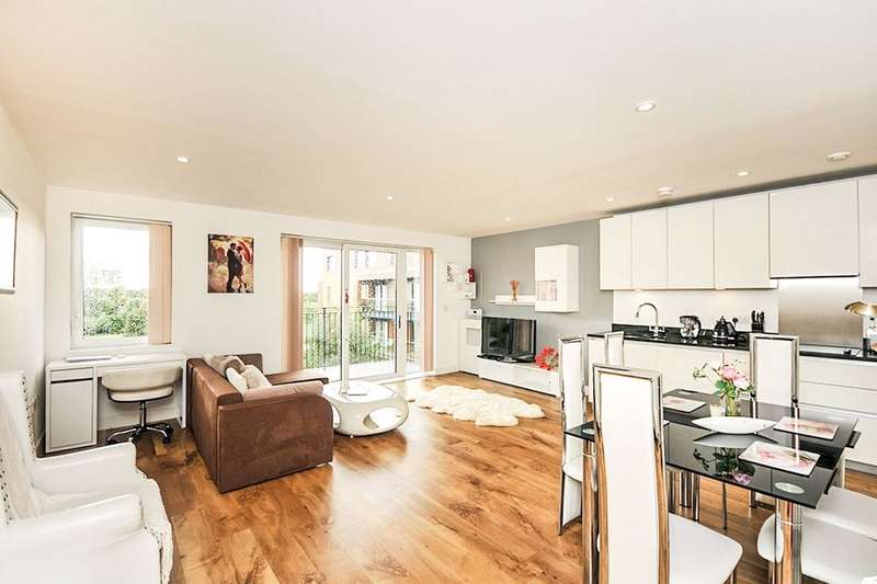 2 Bedrooms Flat for sale in Dowding Drive, LONDON, SE9
