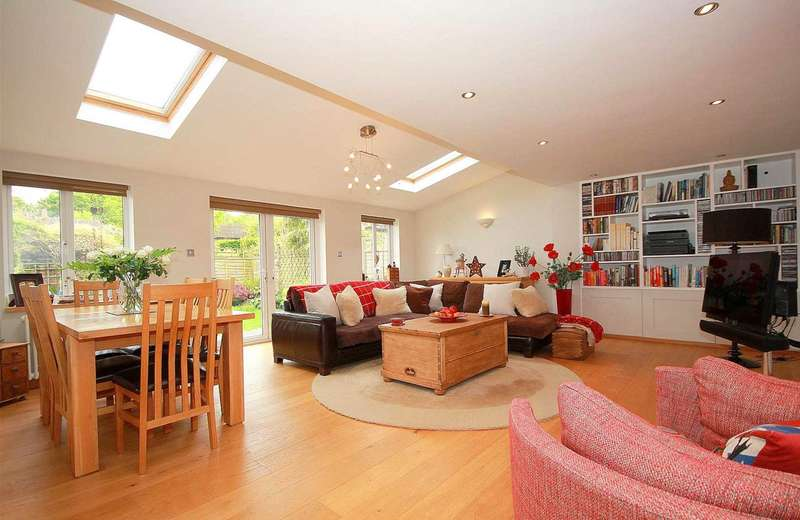 2 Bedrooms House for sale in CENTRAL BOVINGDON WITH 21`10 X 18`4 KIT/DINING RM in Austins Mead, HP3