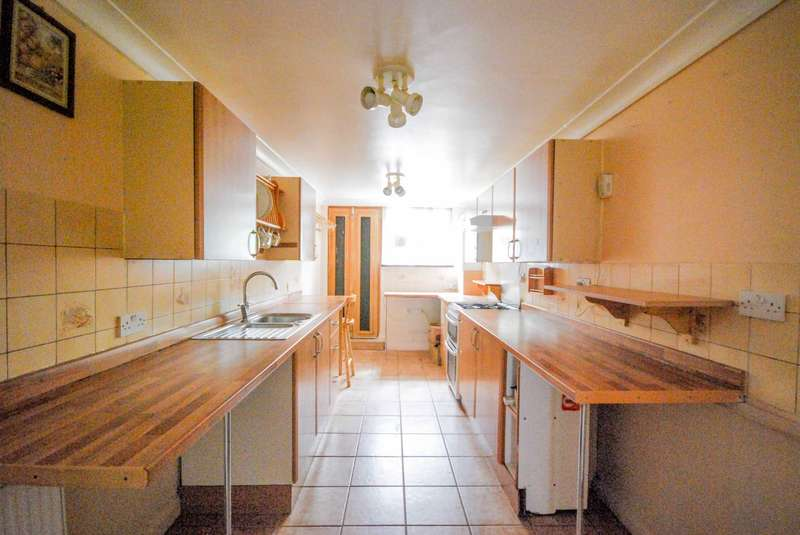 2 Bedrooms House for sale in Woodville Road, Walthamstow
