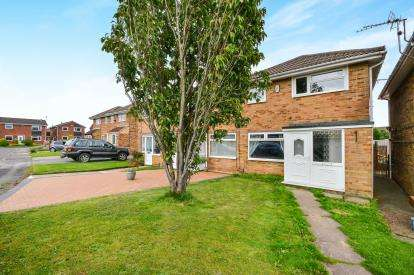 3 Bedrooms Terraced House for sale in Overstone Close, Sutton-In-Ashfield, Nottinghamshire, Notts