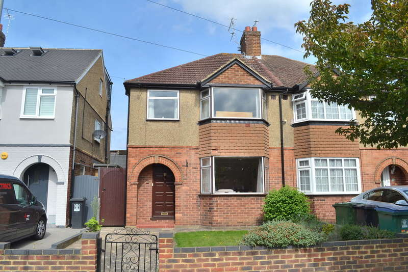 3 Bedrooms Semi Detached House for sale in Kingswood Road, Garston Watford