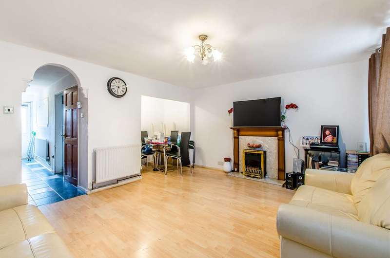 3 Bedrooms Maisonette Flat for sale in Butchers Road, Canning Town, E16