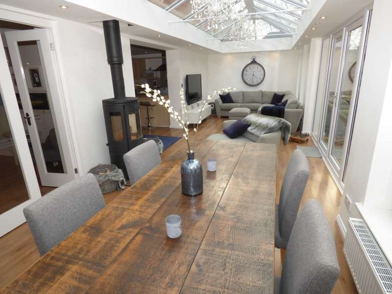 4 Bedrooms Detached House for sale in Pasture Drive, Garstang, Lancashire, PR3