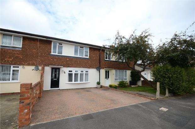 3 Bedrooms Terraced House for sale in Bruce Road, Woodley, Reading