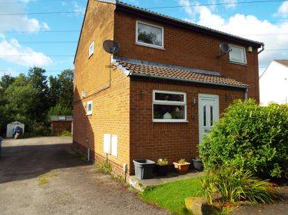 2 Bedrooms Flat for sale in Carr Meadow, Bamber Bridge, Preston, Lancashire