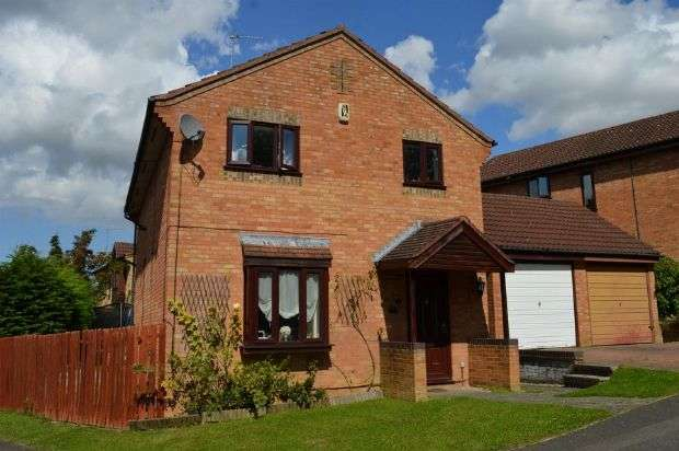 4 Bedrooms Detached House for sale in Crestwood Gardens, Goldenash, Northampton NN3 8TZ