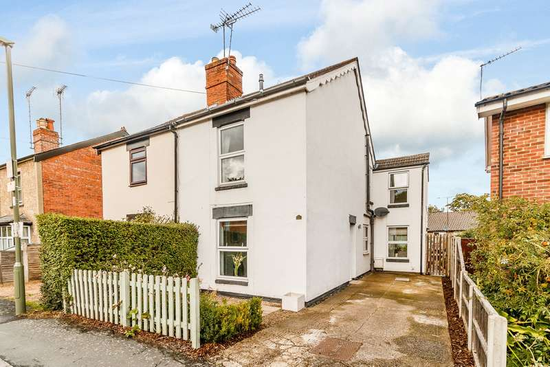 3 Bedrooms Semi Detached House for sale in Horsell