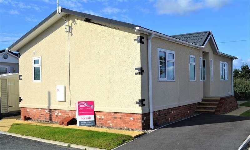 2 Bedrooms Bungalow for sale in Ellis Drive, Gresford Road, Llay