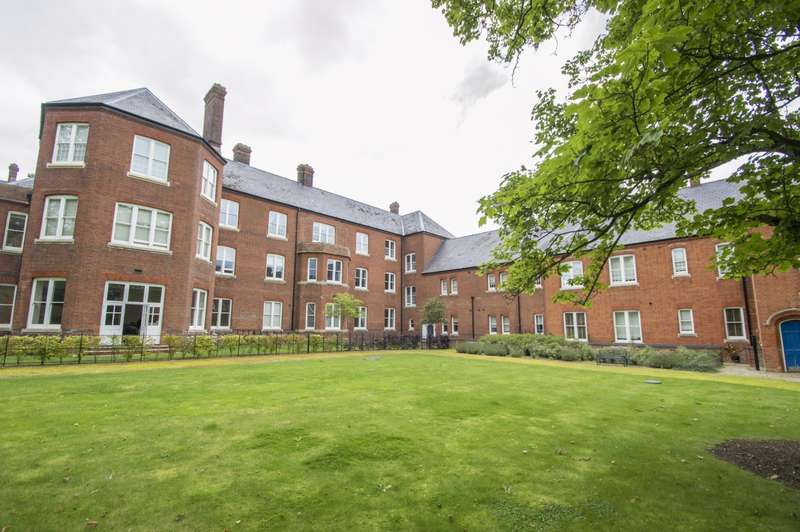 2 Bedrooms Flat for sale in Ipsden Court, Cholsey, Wallingford, OX10