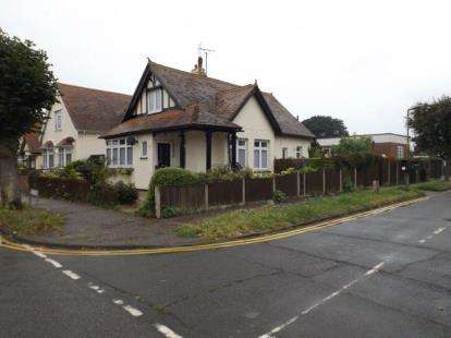 3 Bedrooms Bungalow for sale in Holland-On-Sea, Clacton-On-Sea, Essex