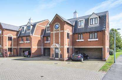 2 Bedrooms Flat for sale in Jetty Walk, Grays, Essex