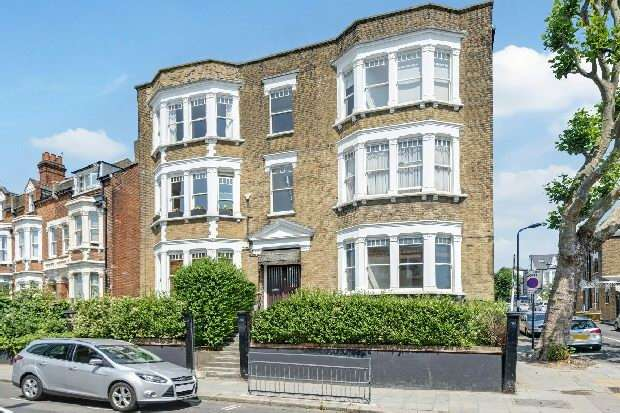3 Bedrooms Flat for sale in Gondar Mansions, Mill Lane, West Hampstead, NW6