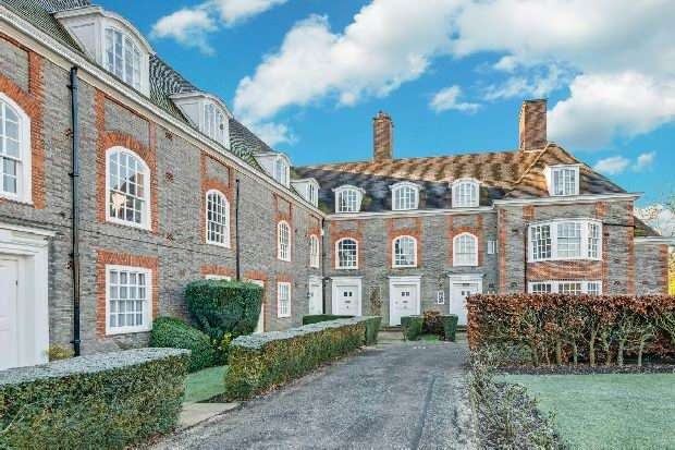 4 Bedrooms Flat for sale in South Square, Hampstead Garden Suburb, NW11