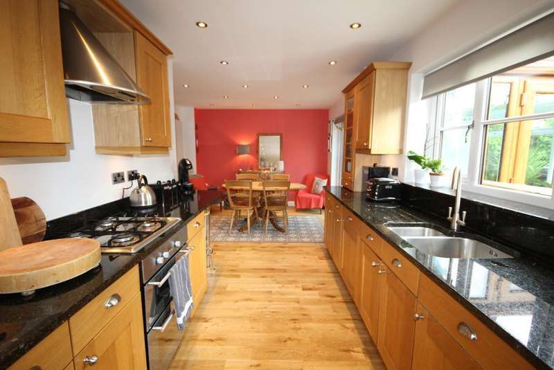 4 Bedrooms Detached House for sale in Briarwood, Freckleton, Preston, Lancashire, PR4 1ZB