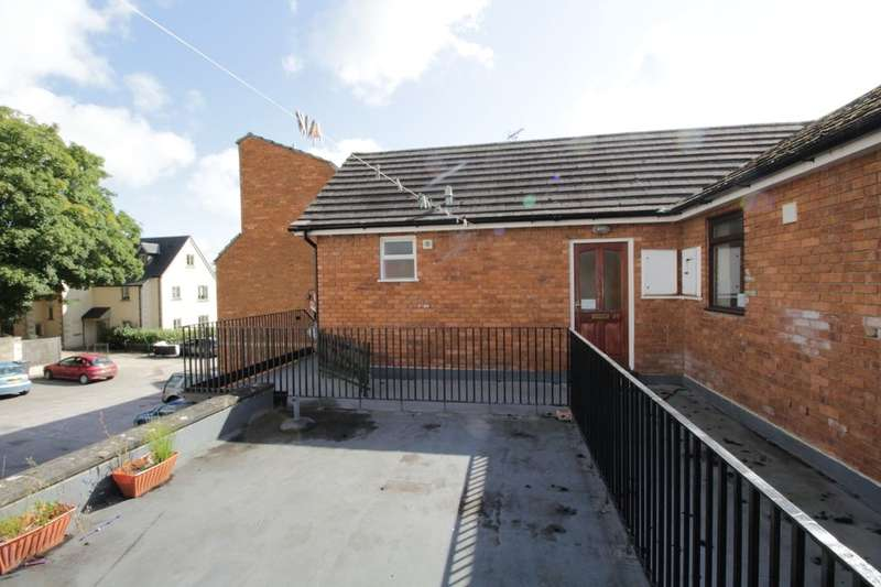 2 Bedrooms Flat for sale in Phelps Parade, Calne, SN11